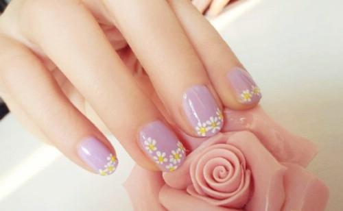 Nail hoa cúc dại cho cô gái đáng yêu