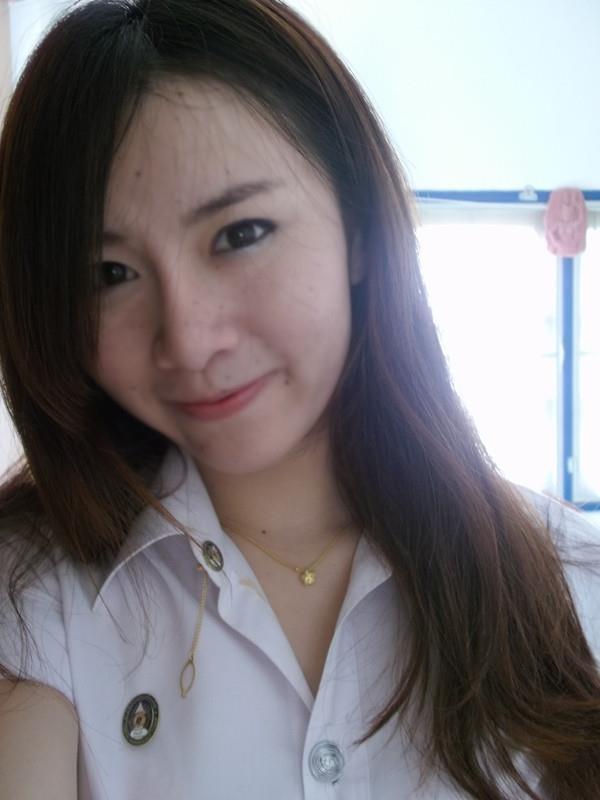 dung-kem-tron-khong-ro-nguon-goc-co-gai-xinh-dep-thai-lan-moc-mun-chi-chit-2.jpg