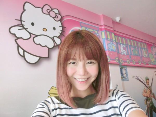 hot-girl-singapore-cong-khai-loat-anh-sung-phu-do-phau-thuat-tham-my-18.JPG
