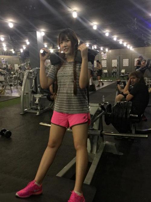 hot-girl-thai-lan-giam-beo-de-duoc-nhan-thuong-5.jpg