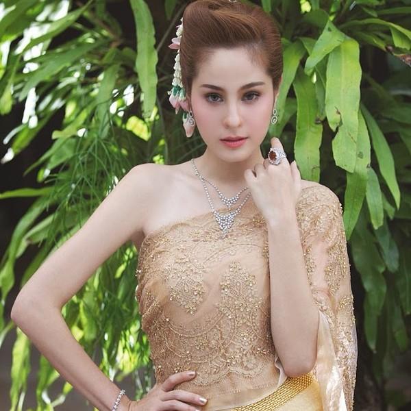 my-nhan-thai-duoc-cho-la-hinh-mau-ly-tuong-cua-phau-thuat-tham-my-16.jpg
