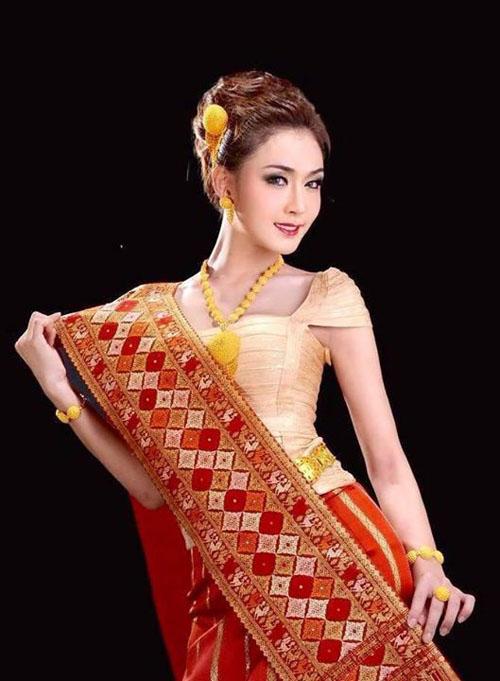 nhan-sac-cua-hoa-khoi-chuyen-gioi-lao-gay-bao-mang-3.jpg