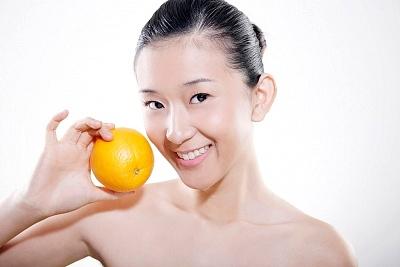 Trị tàn nhang taị nhà với trái cam