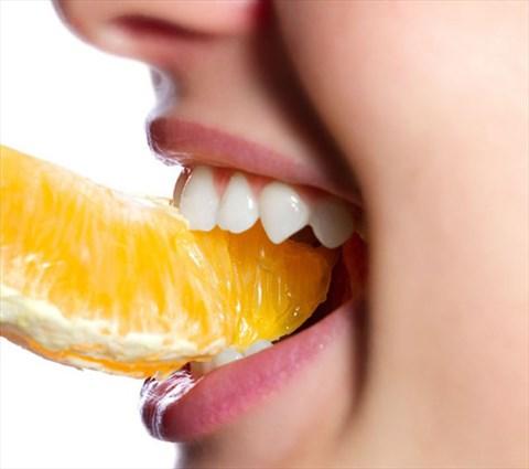 Image result for Vệ sinh răng miệng tốtSử dụng thực phẩm tự nhiên làm trắng răng hiệu quả