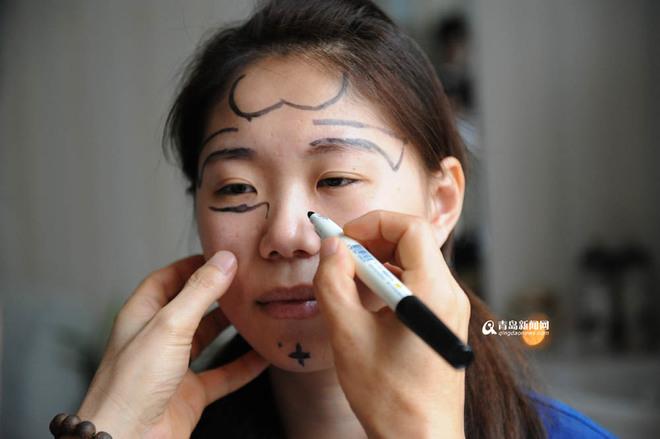 co-gai-trung-quoc-phau-thuat-tham-my-vi-luoi-make-up3.jpg